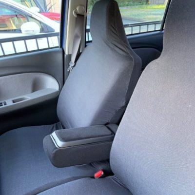 洗濯OK!軽自動車にフィットするシートカバー<フィッティアデニム ブラック>のレビュー写真です